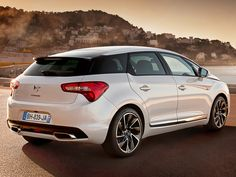List of top 11 hybrid cars to look for in 2014 in UK including Toyota Prius, Toyota Auris, Toyota Yaris , Lexus CT and many more. Citroen Ds5, Psa Peugeot Citroen, Dodge Charger Srt, Porsche, Automobile, Toyota Auris, Motor Car, Cars Motorcycles, Luxury Cars