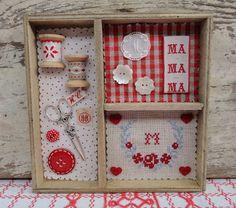 Steekjes & Kruisjes van Marijke: Houten doosjes en meer. Shadowbox with buttons, spool, scissors, etc.