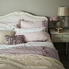 10 Tips for Creating The Most Relaxing French Country Bedroom Ever Practical, beautiful and still elegant perfectly describes French Provincial furniture & décor. Learn how to achieve this style with House of Home! Romantic Shabby Chic, Shabby Chic Mode, Shabby Chic Interiors, Shabby Chic Bedrooms, Shabby Chic Furniture, Shabby Chic Decor, Bedroom Romantic, Vintage Furniture, French Country Rug