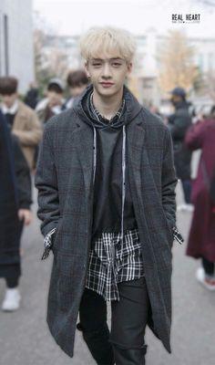 Bang Chan over here looking like boyfriend material Lee Min Ho, Rapper, Stray Kids Chan, Chris Chan, Wattpad, Kpop Boy, Boyfriend Material, K Idols, K Pop