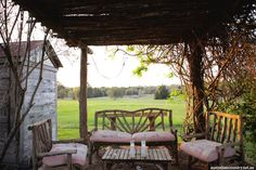 The doyenne of shabby chic, Rachel Ashwell, credits the inspiration for her bed and breakfast in the tiny Texan town of round top to part aesthetic from Marie Antoinette, part authentic detail from coal miner's daughter and part passion from gone with the wind. ACx