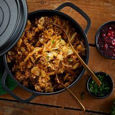 Tulinen kaali-jauhelihapata | Pataruoat | Yhteishyvä Paella, Curry, Food And Drink, Beef, Baking, Ethnic Recipes, Koti, Drinks, Meat