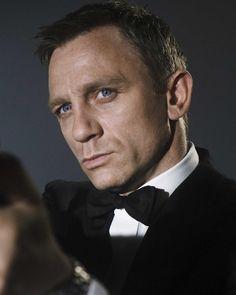 Who is your favourite bond girl? Estilo James Bond, James Bond Style, Craig Bond, Daniel Craig James Bond, Rachel Weisz, Craig Harrison, Harrison Ford, James Bond Casino, Daniel Graig