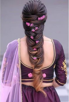 When in doubt, braid your hair and add flowers! 🌺🌼 These bridal hairstyles are perfect for a summer wedding. Saree Hairstyles, Wedding Hairstyles For Long Hair, Indian Hairstyles, Bride Hairstyles, Woman Hairstyles, Bridal Hair Buns, Bridal Hairdo, Hairdo Wedding, Engagement Hairstyles