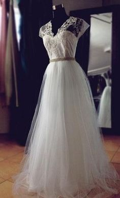 Lauren Elaine BRIAR ROSE - LEBR2014BR: buy this dress for a fraction of the salon price on PreOwnedWeddingDresses.com