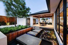 Cette maison à la japonaise situe à proximité de Perth, en Australie. Design moderne avec forte filiation asiatique. Sont empruntés aussi les écrans shoji.