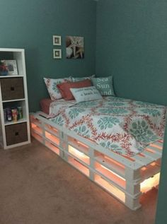 1 of 2 pallet beds made. This is 1 and pallets over 3 high. - 1 of 2 pallet beds made. This is 1 and pallets over 3 high. Gemac Teen Room Decor Ideas 1 made - Room Ideas Bedroom, Small Room Bedroom, Bedroom Designs, Bedroom Simple, Girls Bedroom, Diy Bedroom Decor, Teal Teen Bedrooms, Diy Teen Room Decor, Bedroom Ideas For Small Rooms For Teens