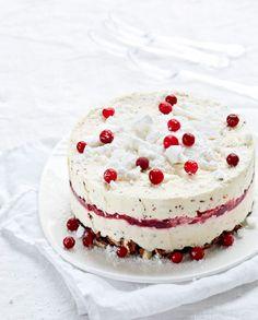 Denna vackra parfait ska stå i frysen i ett dygn och ta form. Mint Chocolate Candy, Piece Of Cakes, Parfait, Vanilla Cake, Cheesecake, Bakery, Ice Cream, Sweets, Cooking
