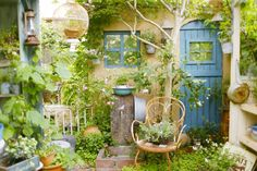Reminds me of Harry Potter like the Weasleys or the herbology greenhouse lol もっと見る Love Garden, Dream Garden, Shade Garden, Home And Garden, Garden Structures, Garden Paths, Garden Landscaping, Outdoor Plants, Outdoor Gardens