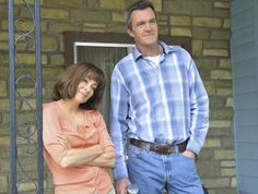 Still of Patricia Heaton and Neil Flynn in The Middle (2009) The Middle Tv Show, Neil Flynn, Patricia Heaton, The Goldbergs, Hallmark Movies, Celebs, Celebrities, Picture Photo, Favorite Tv Shows