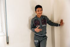 Στον Αμίρ αρέσει πάρα πολύ η Αθήνα. Έχει 11 φίλους Έλληνες με δύσκολα ονόματα, το μόνο που μπορεί να προφέρει εύκολα είναι το «Γιάννης» το όνομα του φίλου του που είναι ο πιο ψηλός. Φωτο: Πάρις Ταβιτιάν / LIFO Nyc, New York