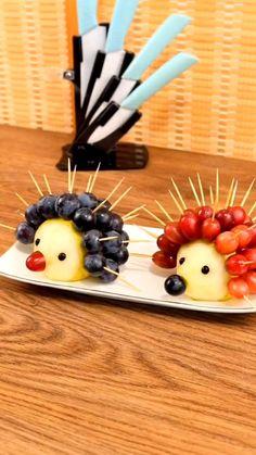 Easy Food Art, Food Art For Kids, Creative Food Art, Amazing Food Decoration, Fancy Food Presentation, Cute Food, Yummy Food, Food Carving, Food Garnishes