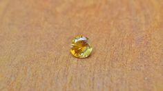 Orange Sapphire 0.25ct / Madagascar  オレンジサファイア / マダガスカル産 weight:0.25ct size(mm):H3.5xW3.5xD2.5 硬度:9