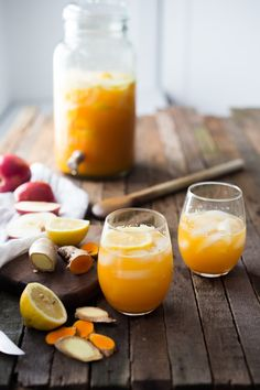 Turmeric Gingerade - A refreshing sugar free lemonade that sooths, heals and helps detox the body. made with fresh apple juice, lemon juice, turmeric root and ginger. Detox Juice Recipes, Punch Recipes, Smoothie Recipes, Juice Cleanse, Cleanse Recipes, Juicer Recipes, Smoothie Cleanse, Salad Recipes, Cleanse Detox