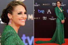 Paula Echevarría(PaulaEchevaria) fue una de las más arriesgadas de la noche con este vestido verde de pedrería. Y una de las mejor vestidas. Guapa a rabiar.