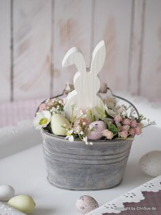 Best Pics Spring Wreath painting Thoughts For anyone who is within creating DIY spring wreaths, you might have perhaps encountered the battle Diy Spring, Spring Crafts, Easter Table, Easter Party, Easter Projects, Easter Crafts, Hoppy Easter, Easter Eggs, Diy Osterschmuck