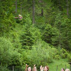 Fotograf © Hannelore Kirchner | Hochzeitsfotograf | Salzburg Austria | weddingphotographer | wedding photographer | Hochzeit | Brautstrauß werfen - fangen | bridal flowers | catch the bridal bouquet