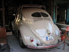 love the red strip in the bumper. Beetle Bug, Vw Beetles, Volkswagen, Hot Vw, Cool Bugs, Bus Ride, S Car, Cute Cars, Car In The World