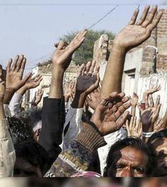 Familia de cristianos quemados vivos en horno de fuego huyen de su aldea.