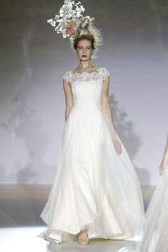 Oh yes Laura you must have this hair as well!! Gorgeous dress by Raimon Bundo