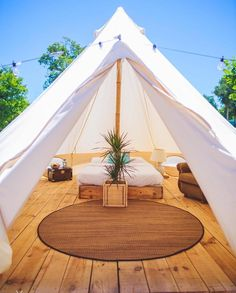 Please someone buy me a bell tent! How gorgeous are they! I would go camping every week!   Photo cred: @dreamseasurf