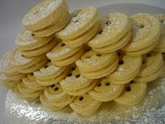 Upecte si gombiky , zákusky a koláče, fotopostupy | Tortyodmamy.sk Cupcake Cookies, Cupcakes, Baked Goods, Macaroni And Cheese, Ale, Biscuits, Baking, Ethnic Recipes, Desserts