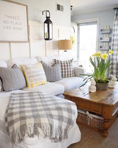 90 Cozy Farmhouse Living Room Lighting Lamps Decor Ideas – Wholehomekover – The Best Ideas Design Living Room, Family Room Design, Home Living Room, Living Room Furniture, Living Room Decor, Cottage Living Room Small, Plaid Living Room, Cozy Living, Home Interior