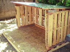 ideas for diy outdoor dog house pallet Pallet Dog House, Pallet Shed, Pallet Patio, Pallet Planters, Diy Pallet, Outdoor Pallet, Outdoor Dog Area, Pallet Couch, Pallet Fort