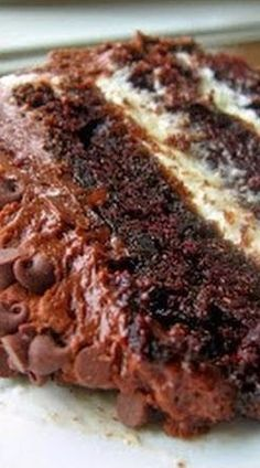 Chocolate Layer Cake with Cream Cheese Filling and Chocolate Buttercream - Rincón Cocina