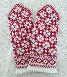 Easy Knitting Patterns for Beginners - How to Get Started Quickly? Knitted Mittens Pattern, Fair Isle Knitting Patterns, Knit Mittens, Knitted Gloves, Knitting Socks, Knitting Stitches, Hand Knitting, Fabric Yarn, Fingerless Mittens