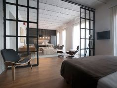 An office was given new life, transformed into a bright and spacious apartment with an industrial air by JEEV Architecture, located in Barcelona, Spain. Style At Home, Barcelona Apartment, Casa Loft, Cabinet D Architecture, Office Lounge, Apartment Renovation, Luxury Apartments, Open Concept, Home Living Room