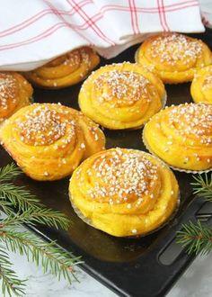 Saffransbullar med smörkrämsfyllning Candy Recipes, Baking Recipes, Dessert Recipes, Desserts, Swedish Dishes, Swedish Recipes, I Love Food, Good Food, Yummy Food
