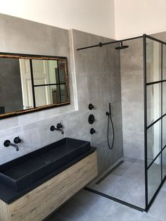Bathroom Toilets, Bathroom Renos, Small Bathroom, Bathroom Black, Soho, Shower Screen, Bathroom Design Luxury, Bathroom Inspiration, Bathroom Inspo