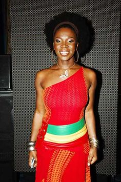India Arie is so beautiful in red. It is definitely her color.