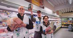Pohjanmaalaiset sikatuottajat tukevat K-ryhmän Tuottajalle kiitos -kampanjaa tervehtimällä kuluttajia myymälöissä.