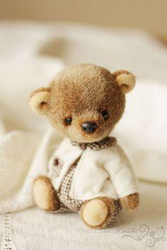 Teddy bear Olive by Olga Nechaev Vintage Teddy Bears, My Teddy Bear, Cute Teddy Bears, Fabric Animals, Felt Animals, Hand Kunst, Teddy Toys, Love Bear, Bear Doll