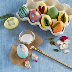 Easter eggs with nature accents: How-to + more ideas for easy egg decorating: http://www.midwestliving.com/holidays/easter/easy-easter-decorations/?page=12
