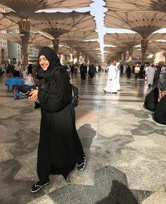 - All smiles! Sara Khan Pakistani, Pakistani Girl, Pakistani Actress, Pakistani Dresses Party, Pakistani Fashion Party Wear, Pakistani Outfits, Niqab Fashion, Modest Fashion Hijab, Indian Actress Pics