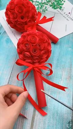 Cool Paper Crafts, Paper Flowers Craft, Paper Crafts Origami, Flower Crafts, Diy Paper, Flowers Decoration, Fabric Flowers, Diy Crafts Hacks, Diy Crafts For Gifts