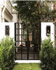 Your garden is a reflection of your aesthetic sense, creativity and your passion for the greens. It is very easy to have a small piece of land in the backyard, front yard or in the terrace dedicate… Front Gates, Entrance Gates, Fence Gates, Front Fence, Driveway Gate, Casa Magnolia, Front Courtyard, Fence Design, Front Gate Design