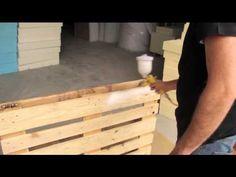 Cómo fabricar un sofá de palets usando medios caseros - YouTube                                                                                                                                                                                 Más