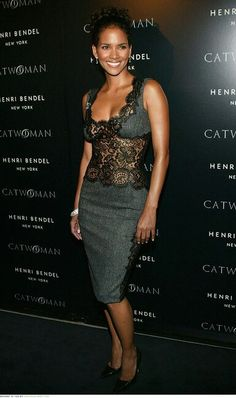 Dolce & Gabbana Fall 2004 Lace Dress media gallery on Coolspotters. See photos, videos, and links of Dolce & Gabbana Fall 2004 Lace Dress. Halle Berry Short Hair, Halle Berry Style, Halle Berry Hot, Sexy Older Women, Sexy Women, Black Women, Hally Berry, Fashion Models, Fashion Outfits