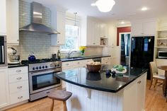 A practical look at Uba Tuba granite countertops for the kitchen
