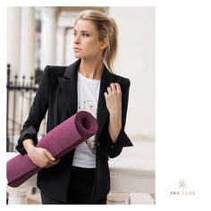 Straight out of the office to your yoga class wearing our ICONIC TECH BLAZER. Made our of a hyper-functional Swiss 4-way stretch technical fabric, the blazer allows free body movement without any restrictions.