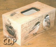 Chickadee Tissue Box Holder par Linda Lock