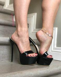 Beautiful Heels, Gorgeous Feet, Sexy Legs And Heels, Sexy High Heels, Killer Heels, Women's Feet, Fashion Heels, Heeled Mules, Stiletto Heels