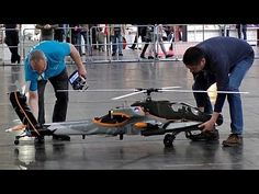 GIANT RC AH-64 APACHE 1:7 SCALE MODEL HELICOPTER FROM VARIO INDOOR FLIGH...