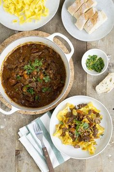tagliatella-met-italiaans-stoofvlees Healthy Slow Cooker, Healthy Crockpot Recipes, Slow Cooker Recipes, Cooking Recipes, Healthy Food, Bistro Food, Evening Meals, One Pot Meals, How To Cook Pasta