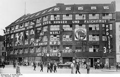 Karl Liebknechthaus in Berlin am Bülowplatz Das frühere Karl-Liebknecht-Haus in Berlin am Bülowplatz, war Sitz der KPD-Führung. Wir sehen es anlässlich einer Reichstagswahl im Propagandaschmuck. 1932