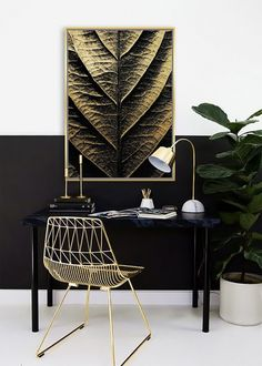 Veľký obraz Letterpress. Obraz je zaujímavý svojim prevedením a zobrazením. Základ je maliarské bavlnené plátno na drevenom ráme v rozmere až 142x102cm. Tento obraz je vyhotovený vo farebnom prevedení so zlatavým okrajom. Môžete ho jednoducho zavesiť na stenu na výšku ale aj na šírku ako sa vám bude vzor páčiť.  Rozmery obrazu: 142 cm x 102 cm x 4,5 cm Materiál: rám z masívneho dreva, bavlnené plátno Letterpress, Design, Letterpress Printing, Letterpresses